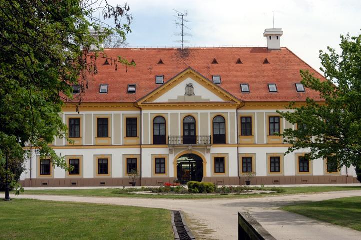 Új-Ebergényi Kastély
