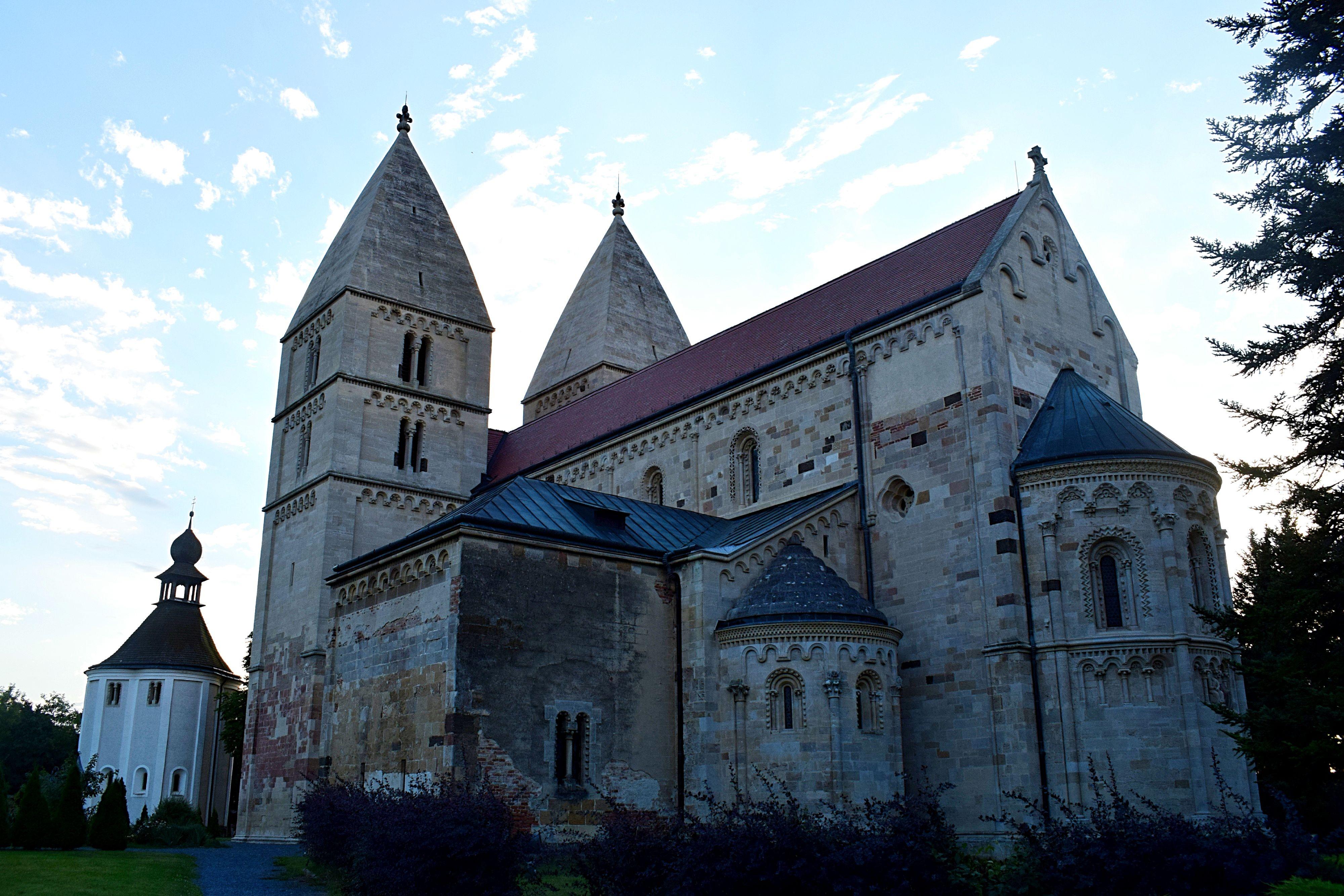 Jáki templom1